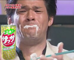 照英が泣きながら歯磨きしている画像
